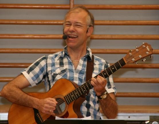 Underholdning og fællessang med Jesper Gilbert