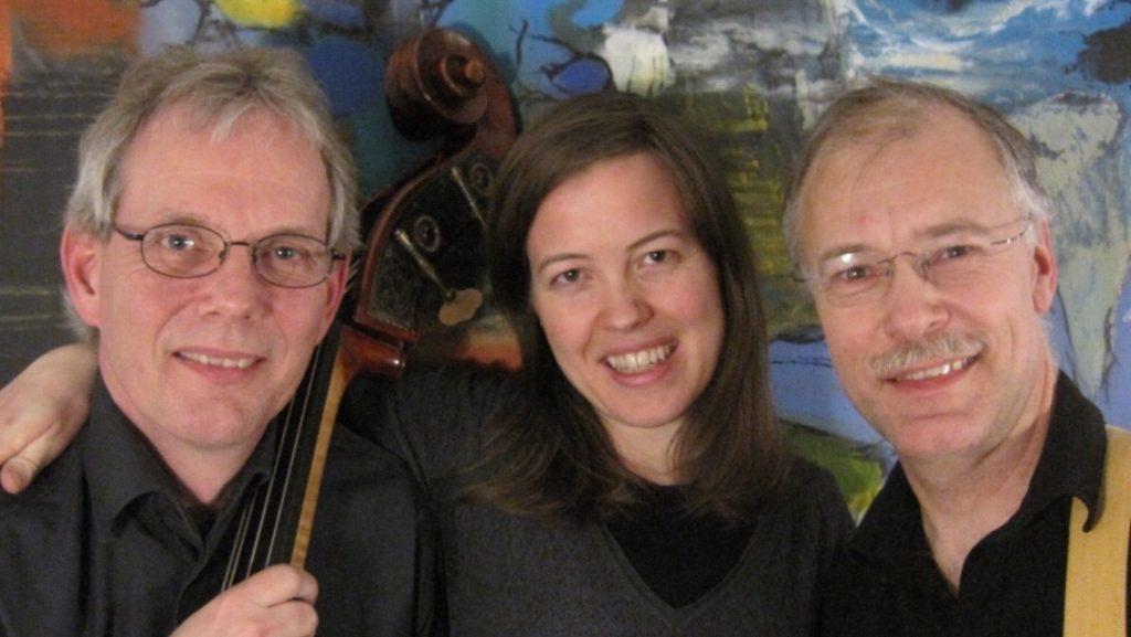 Katrine Rømhild trio med Jørgen Johnbeck (bas) og Jesper Gilbert (guitar)